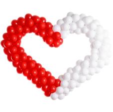 Большое сердце из воздушных шаров и гелиевые шары привязанц к сердцу (ШДМ) аэродизайн, оформление воздушными шарами